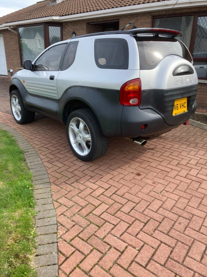 Hello everyone. I live in Northern Ireland. Just bought a Vehicross. Japanese import. 94000 miles. Some photos.